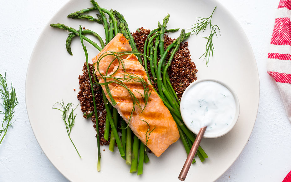 Grilled Salmon with Dill Yogourt Sauce